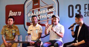 AW Noviadi Ketua Panitia Triathlon dan Jauhari Johan atlet triathlon andalan Indonesia dari Sumsel. FOTO :VIRALSUMSEL.COM