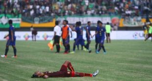 Ekspresi pemain Sriwijaya FC usai laga kontra PSIM. FOTO : VIRALSUMSEL.COM