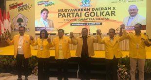 Dodi Reza Alex bersama pimpinan sidang Musda X Partai Golkar Sumsel. FOTO :VIRALSUMSEL.COM