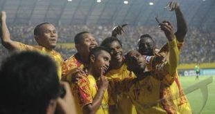 Keith Kayamba Gumbs penyerang paling tajam Sriwijaya FC selebrasi usai cetak gol. FOTO : ISTIMEWA