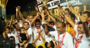 Euforia juara ISL 2011 /2012 para penggawa Sriwijaya FC. FOTO : DOK SFC