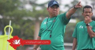Budiardjo Thalib Pelatih Kepala Sriwijaya FC. FOTO : YOPI/MOSFC