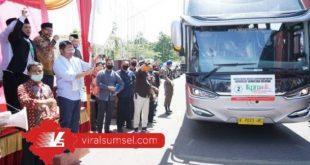 Gubernur H Herman Deru lepas ratusan santri dan mahasiswa Sumsel ke Gontor. FOTO : VIRALSUMSEL.COM