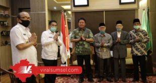 Gubernur Sumsel H Herman Deru usai bersilaturahmi dengan Ketua MUI Sumsel. FOTO :VIRALSUMSEL.COM
