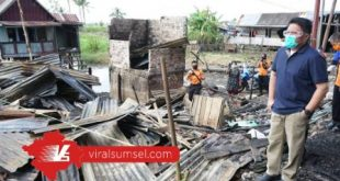 Gubernur Sumatera Selatan H Herman Deru tinjau kebakaran di Pemulutan Kabupaten Ogan Ilir . FOTO :VIRALSUMSEL