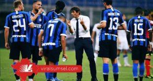 Antonio Conte pelatih Inter Milan memberikan arahan pada pemain sebelum laga hadapi Brescia di Stadion Gueseppe Meazza, Kamis (2/7/2020) dini hari. FOTO : IG INTER