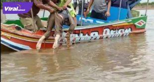 Tim SAR Palembang mengevakuasi korban hilang saat terbaliknya speedboat di perairan Sungai Lilin,Muba, Kamis (6/8/2020). FOTO : VIRALSUMSEL.COM