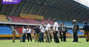 Tim teknis PSSI tinjau Stadion Gelora Sriwijaya, Jakabaring, Palembang. FOTO : VIRALSUMSEL.COM