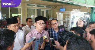 H Heri Amalindo calon Bupati Kabupaten PALI beri keterangan pada awak media. FOTO : VIRALSUMSEL.COM
