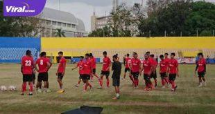 Para pemain Sriwijaya FC latihan perdana di Stadion Madya Bumi Sriwijaya. FOTO :VIRALSUMSEL.COM