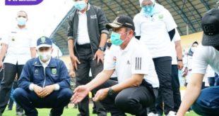 Gubernur Sumatera Selatan H Herman Deru tinjau Stadion Gelora Sriwijaya. FOTO : VIRALSUMSEL.COM