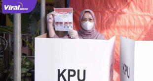 Amaliah Sobli S.KG MBA Anggota DPD RI menyalurkan hak pilihannya. FOTO :VIRALSUMSEL.COM