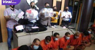 Kapolrestabes Palembang Kombes Pol Irvan Prawira Satyaputra saat press releases. FOTO :VIRALSUMSEL.COM