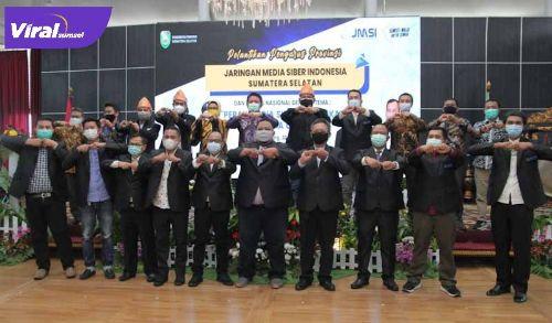 Gubernur Sumsel H Herman Deru bersama Ketua DPRD Sumsel HJ Anita Noeringhati bersama para pengurus JMSI Sumsel. FOTO : VIRALSUMSEL.COM