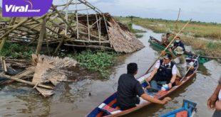 Gubernur Sumsel H Herman Deru meninjau lokasi bencana alam puting beliung di Ogan Ilir. FOTO : VIRALSUMSEL.COM
