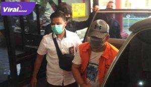 Johan Anuar Wakil Bupati Kabupaten OKU tiba di Rutan Pakjo. FOTO : VIRALSUMSEL.COM