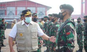 Gubernur Sumsel H. Herman Deru saat memimpin apel gelar pasukan Kompi Tracer dan Kompi Vaksinator. FOTO : VIRALSUMSEL.COM
