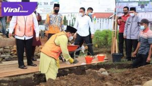 Walikota Lubuklinggau H SN Prana Putra Sohe letakkan batu pertama pembangunan masjid. FOTO : VIRALSUMSEL.COM