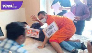 Rekonstruksi pembunuhan Yuliana Hasyim di Hotel Rio Palembang. FOTO :VIRALSUMSEL.COM