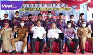 Bupati Banyuasin H Askolani bersama Pengurus PPDI Kecamatan Tanjung Lago masa Bhakti 2021-2026. FOTO : VIRALSUMSEL.COM