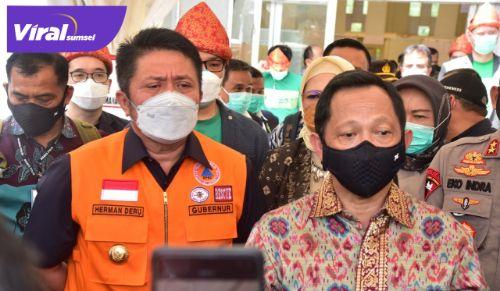 Mendagri Tito Karnavian bersama Gubernur Sumsel H Herman Deru beri keterangan pers. FOTO : VIRALSUMSEL.COM