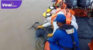 Tim SAR Gabungan evakuasi jasad Suwandi di Sungai Musi. FOTO : VIRALSUMSEL.COM