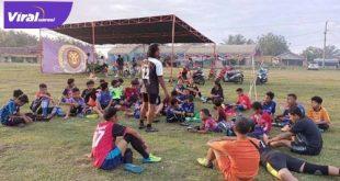 Tim SSB Putra Berlian Junior siap menyambut kedatangan Tim PPLP-D Muba. FOTO : VIRALSUMSEL.COM