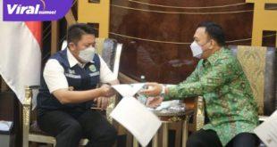 Gubernur Sumsel H Herman Deru menerima audensi Bupati Empat Lawang, Joncik Muhammad, Selasa (6/4/2022). FOTO : VIRALSUMSEL.COM