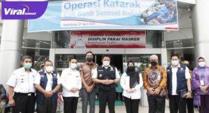 Gubernur Sumsel Herman Deru disela peninjauan pelaksanaan operasi katarak gratis di RS Khusus Mata Sumsel, Rabu (7/4/2021). FOTO : VIRALSUMSEL.COM