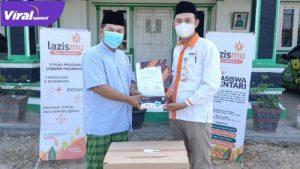 Ahmad Zarkasih, SHI., MM, Ketua PW GP Ansor Sumsel menyalurkan bantuan 4.000 masker melalui Lazismu Muhammadiyah Palembang. FOTO : VIRALSUMSEL.COM