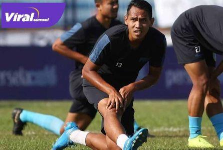 Lucky Wahyu midfielder Persela Lamongan. FOTO : VIRALSUMSEL.COM