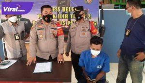 Kapolsek Ilir Timur II Palembang, Kompol Yuliansyah didampingi Kanit Reskrim Iptu Firmansyah bersama pelaku AN beri keterangan pada media. FOTO : VIRALSUMSEL.COM
