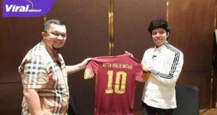 Presiden Sriwijaya FC H Hendri Zainuddin bersama YouTuber Atta Halilintar. FOTO : MO SFC