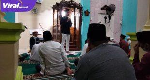 H Muchendi Mahzareki SE Wakil Ketua DPRD Sumsel Safari Jumat di Masjid Darussalam, Desa Tanjung Laut, OKI. FOTO : VIRALSUMSEL.COM