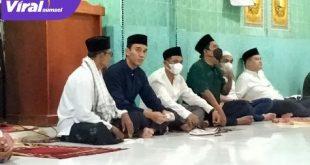 H Muchendi Mahzareki Wakil Ketua DPRD Sumsel Safari Ramadhan di Masjid Desa Lubuk Dalam, Kecamatan Kayuagung, OKI. FOTO : VIRALSUMSEL.COM