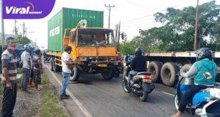 Truk kontainer tabrakan di Jalan Pangeran Ayin, Kelurahan Suka Maju, Kecamatan Sako Palembang, Senin (10/5/2021). Foto : viralsumsel.com