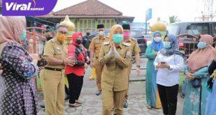 Wakil Walikota Palembang Fitrianti Agustinda saat bersilaturahmi dengan warga Tangga Butung, Selasa (18/5/20210). FOTO : VIRALSUMSEL.COM