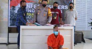 Ardi pelaku perampokan disertai pemerkosaan pada press releases di Mapolres Muba. Foto : viralsumsel.com