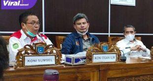 Dari kanan Wakil Bupati Ogan Ilir H Ardani, MH, Aswan Mufti Ketua KONI OI, Suparman Romans Sekum KONI Sumsel. Foto : viralsumsel.com
