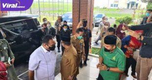 Menteri Agama RI Gus Yaqut tiba di Bandara SMB II Palembang. Foto : viralsumsel.com