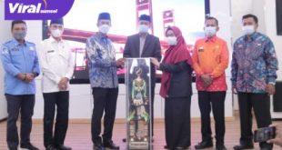 Walikota Palembang H Harnojoyo menyambut kepulangan 20 kafilah yang berhasil menjadi juara umum di Rumah Dinas Wali Kota, Kamis( 27/52021). Foto : viralsumsel.com