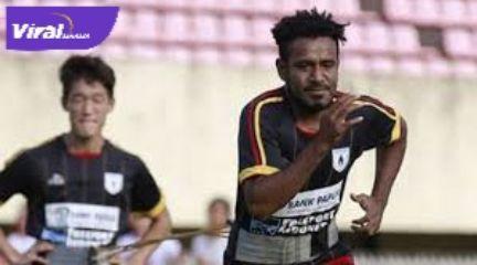 Ronaldo Meosido pemain baru Sriwijaya FC saat masih berseragam Persipura Jayapura. Foto : viralsumsel.com