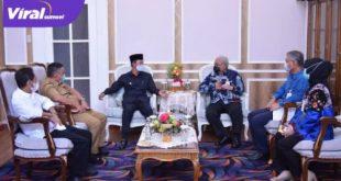 Direktur UtamaBank Sumsel Babel,Achmad Samsudin audensi dengan Walikota Palembang H Harnojoyo. Foto : viralsumsel.com