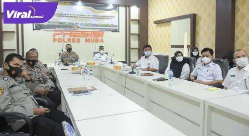 Sekretaris Daerah Drs H Apriyadi MSi. MoU penerimaan Bintara Polri dengan Kapolres Muba AKBP Erlin Tangjaya SH SIK. Foto :viralsumsel.com /devi