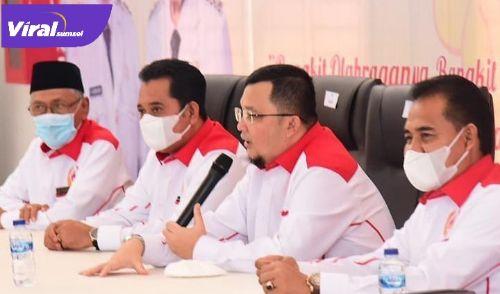 Ketua Umum KONI Sumsel H. Hendri Zainuddin, S.Ag, SH, kukuhkan pengurus KONI Kabupaten Banyuasin. Foto : viralsumsel.com