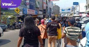 Subdit 3 Jatanras Polda Sumsel merazia kantong – kantong parkir di Palembang. Foto : viralsumsel.com/kai