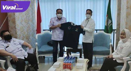 Sekda Kota Palembang Ratu Dewa menerima kunjungan pengurus KORMI Palembang di Ruang Kerjanya Kamis,(10/6/2021). Foto : viralsumsel.com/nto