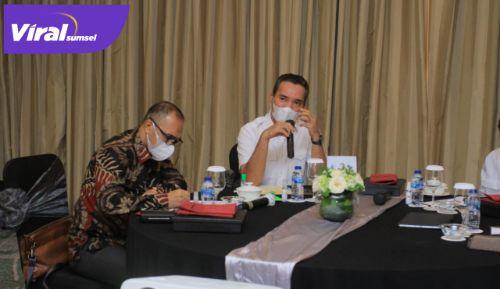 Wakil Bupati Beni Hernedi saat Pertemuan dengan Repsol Sakakemang di Hotel Ritz Carlton, Kamis (10/6/2021). Foto : viralsumsel.com