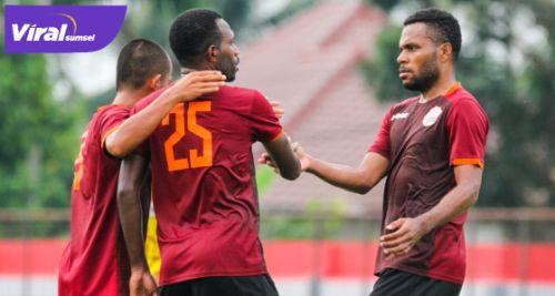 Para pemain Muba Babel United selebrasi usai cetak gol. Foto : MBU for viralsumsel.com