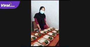 Rumah Makan di Muba gunakan pelepah pinang untuk wadah makanan. Foto : viralsumsel.com
